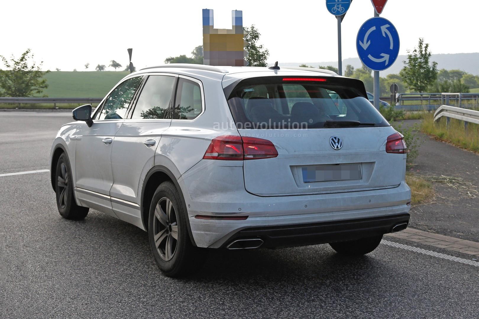 2018 Volkswagen Touareg Spied Almost Undisguised