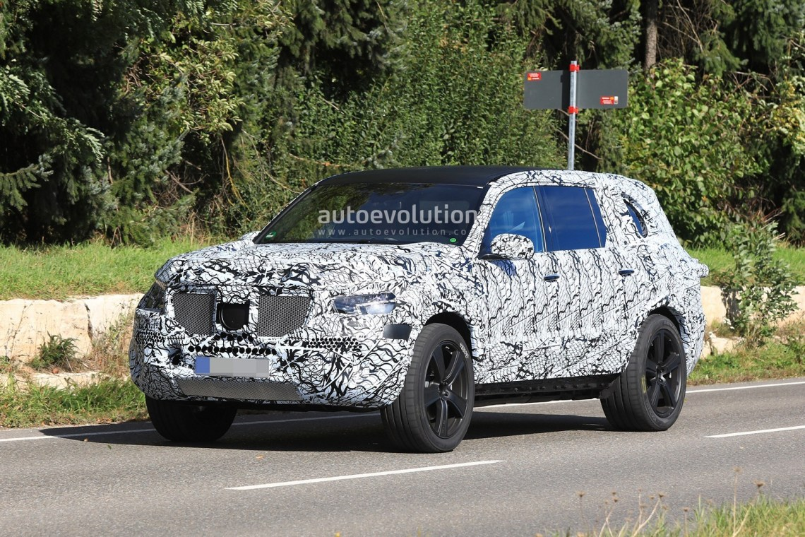 2019 mercedes-benz gls stands out in prototype suv convoy