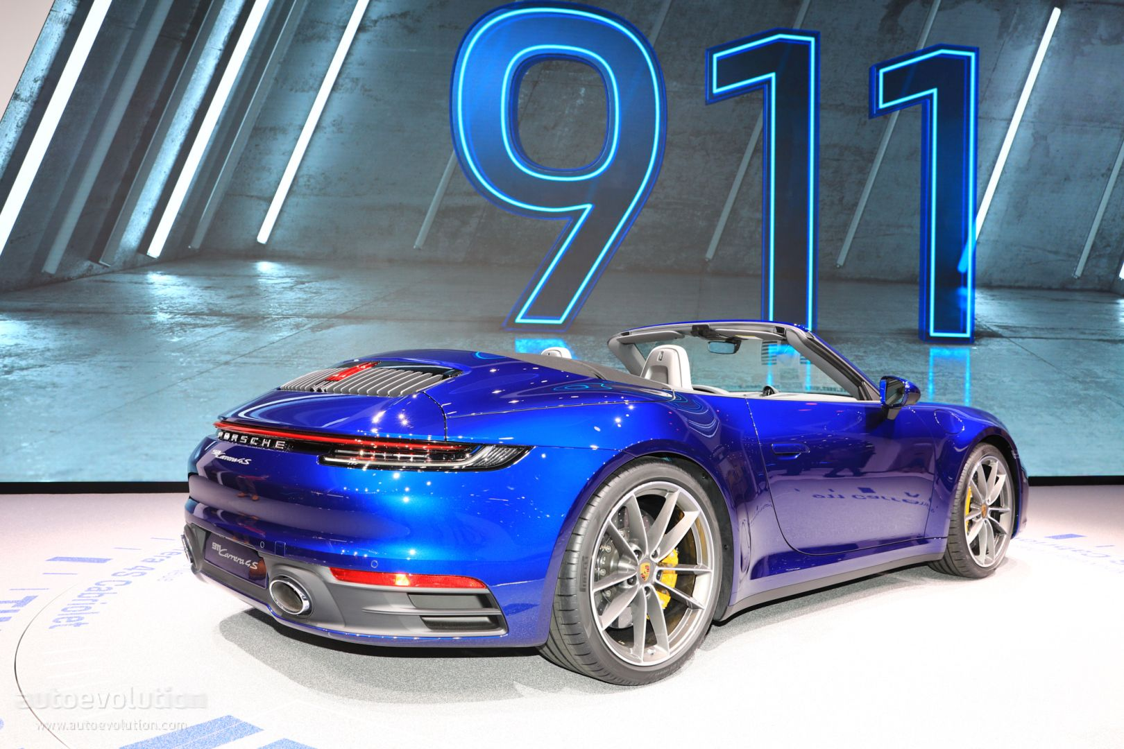 Gentian Blue 2020 Porsche 911 Cabriolet Looks Retro in