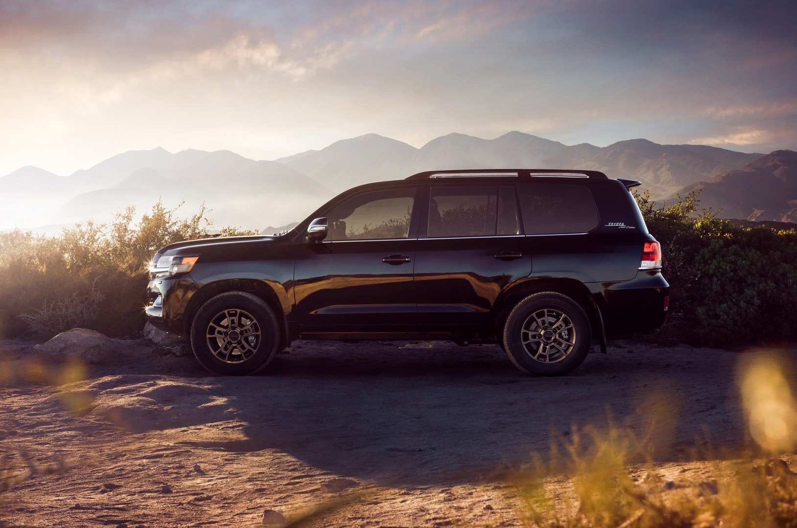 Select colors, packages and other vehicle options to get the msrp, book value and invoice price for the 2020 4runner venture 4dr 4x4. 2021 Toyota Land Cruiser 200 Pricing Announced, Heritage