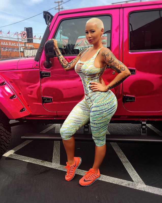 Sneaker Girl Wallpaper Amber Rose S Jeep Gets Chrome Pink Wrap Treatment