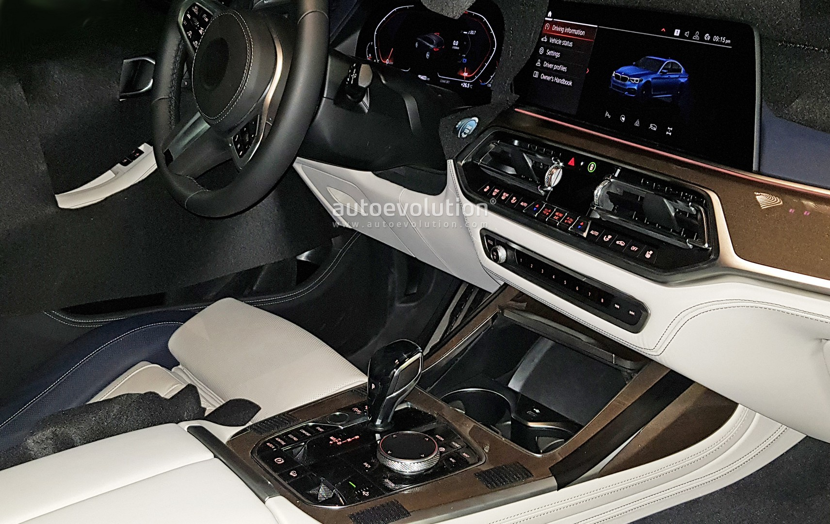BMW X7 Shows Awesome 6Seat Interior in Latest Spyshots