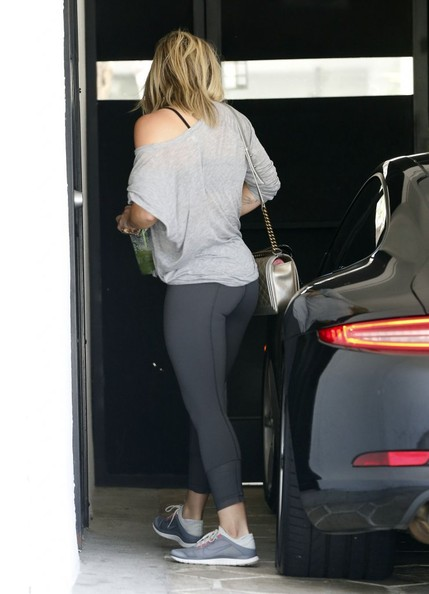 Hilary Duff Drives Her Porsche 911 to the Gym Not a GWagon Moment  autoevolution