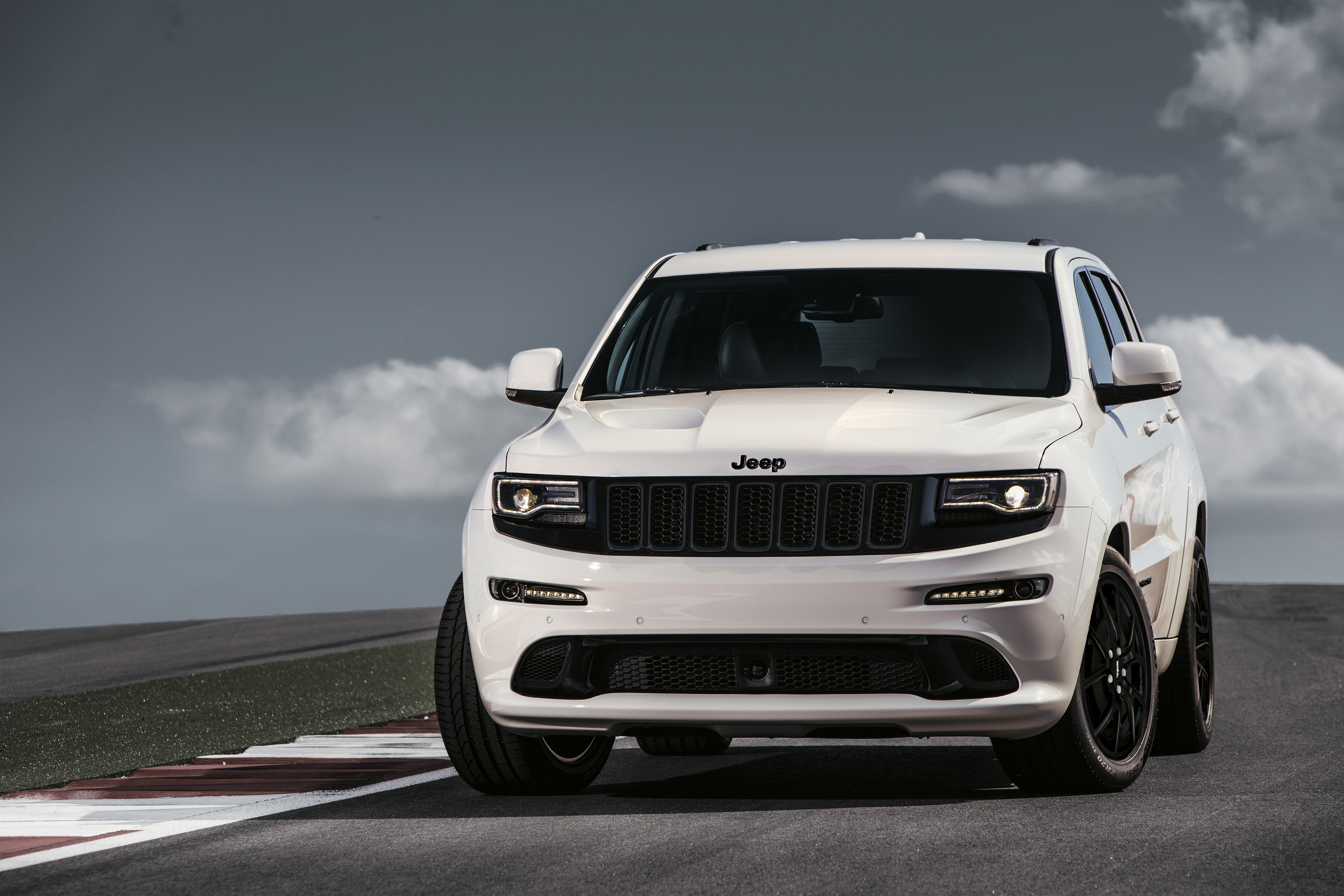 Jeep Grand Cherokee Lineup Grows With SRT Night Edition In