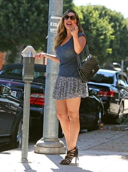 Kelly Brook Seen Driving Her Mercedes C250 Miniskirt and LowCut Tshirt  autoevolution