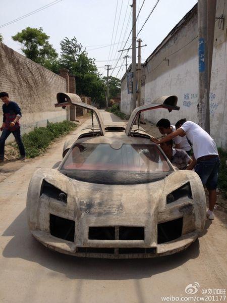 Lamborghini Veneno and Gumpert Apollo Replicas Made in