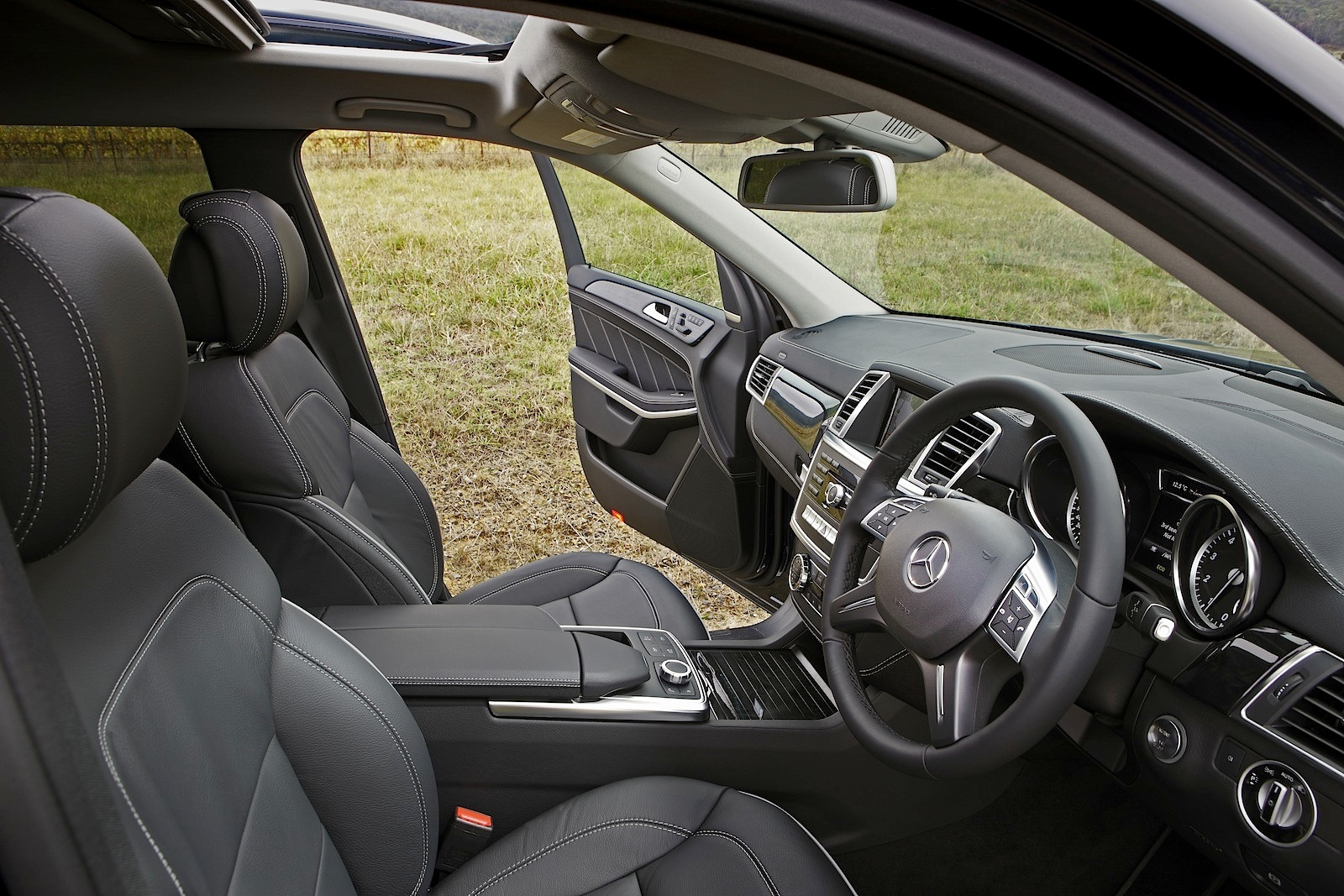 Mercedes Benz GL 500 Gets Reviewed By Car Advice Photo