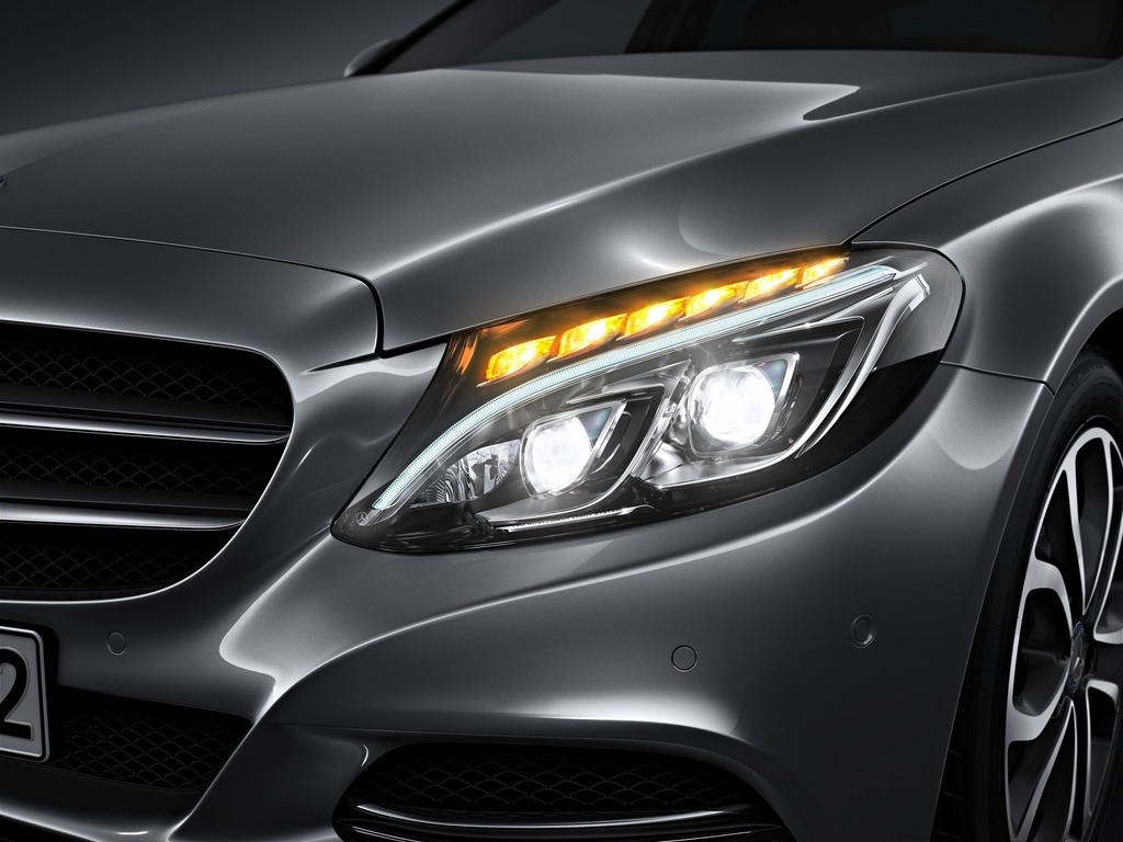 https://i0.wp.com/s1.cdn.autoevolution.com/images/news/gallery/new-2015-c-class-w205-has-three-different-headlights-photo-gallery_4.jpg