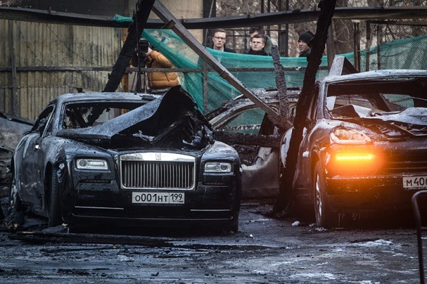 Burning Car Wallpaper Rolls Royce Rolls Royces Porsches And Others Burn To The Ground In 12