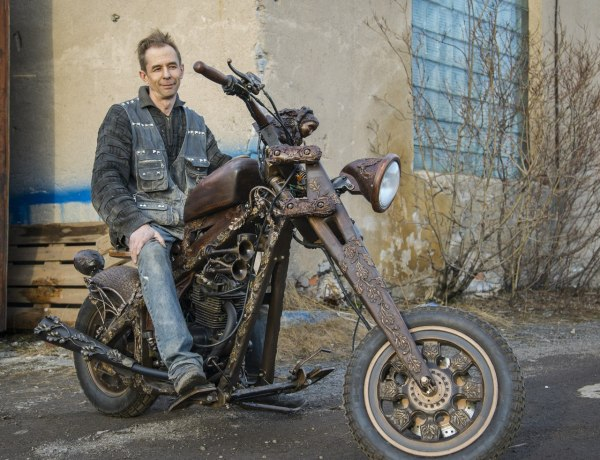 Russian Carved Wood Motorcycle Puts Customs