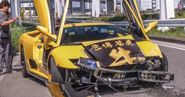Lamborghini Diablo Crashes While Showing Off In Tokyo
