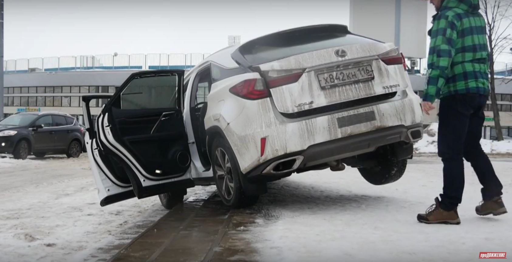 New Lexus RX 200t Struggles To Climb Stairs In Russian
