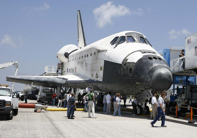 Space Shuttle Discovery Getting Ready for the Final Trip - autoevolution