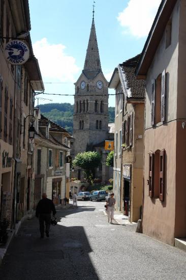 Saint Geoire en Valdaine le village aux sept chateaux