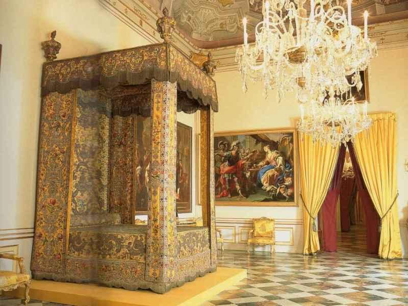 Doritorio real de Felipe V e Isabel de Farnesio en el Palacio de La Granja.