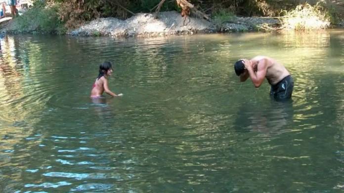 Resultado de imagen para bañarse rio