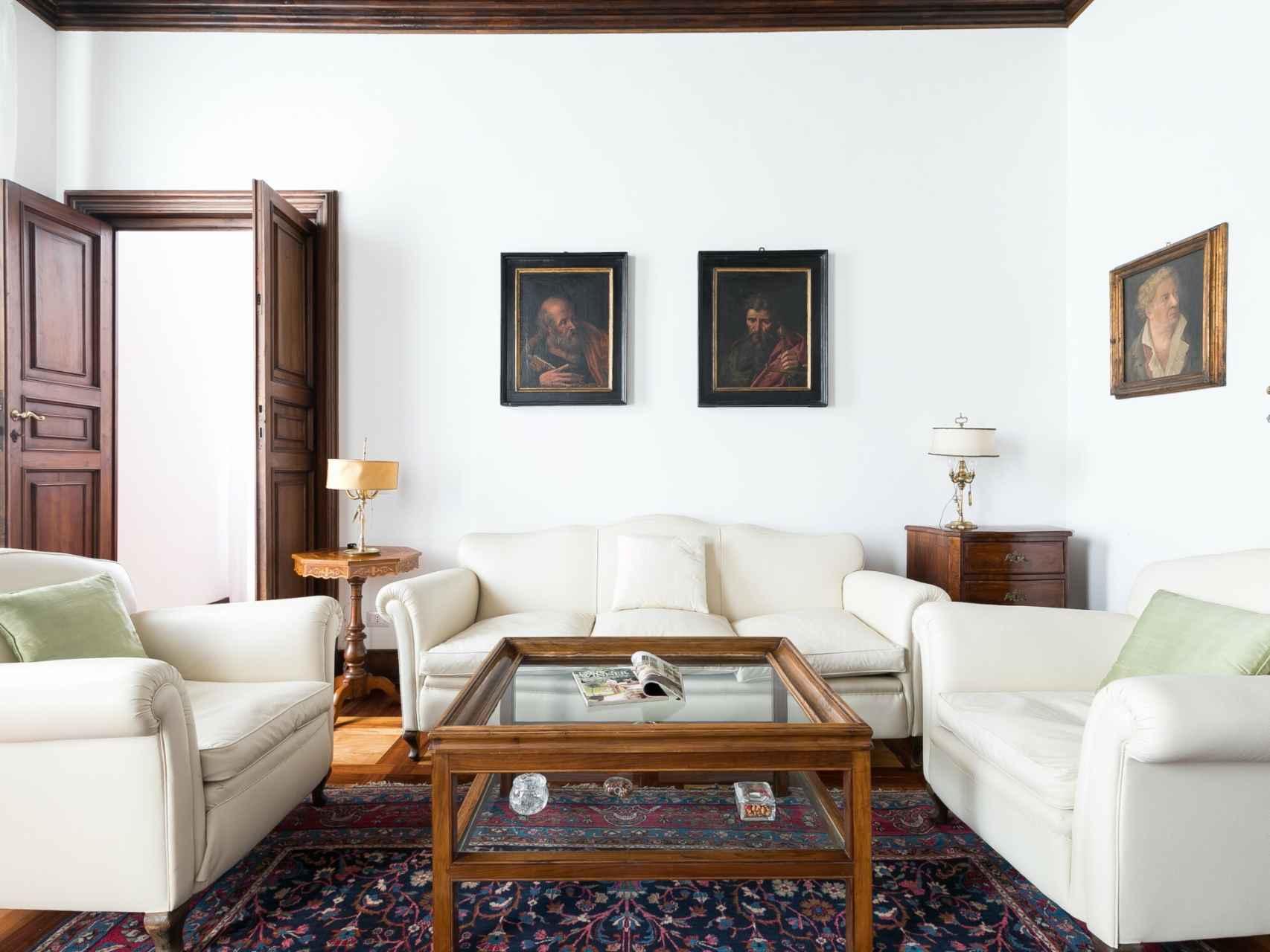 As es el lujoso apartamento que han alquilado la mujer de Abascal y sus amigas