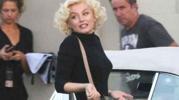Ana de Armas caracterizada como Marilyn Monroe.