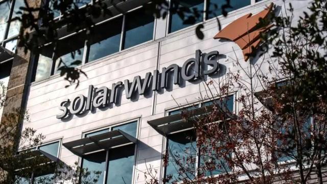 Logo de SolarWinds en su sede en Austin, Texas