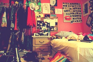 messy colorful bedroom rooms bedrooms dirty bed clothes favim teen creativ quotes mess dorm cool