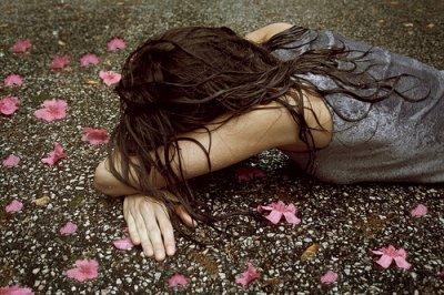 https://i0.wp.com/s1.favim.com/orig/15/flowers-girl-rain-sad-Favim.com-186746.jpg