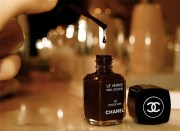 black chanel fashion girl nail