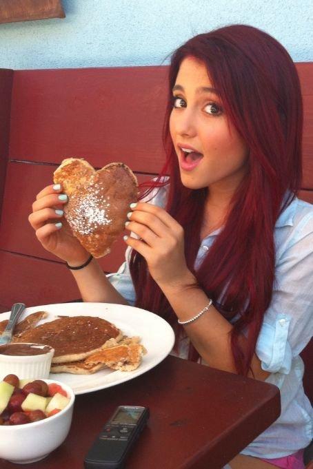 Cute Nutella Wallpaper Adorable Ariana Grande Beauty Blue Blush Image