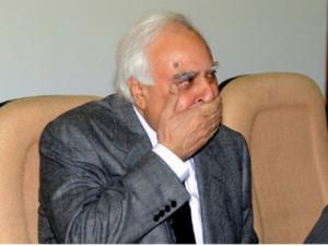 Kapil Sibal takes to Twitter, has a bad first day