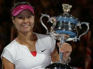 Li Na steamrolls Cibulkova to lift maiden Australian Open title