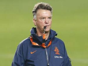 Van Gaal to be Manchester United manager after World Cup: report