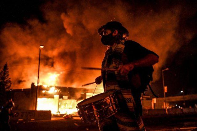 riot riot