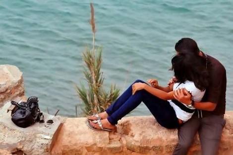 ما بين قبلة العروسي وقبلات الأوداية يتجلى النفاق المغربي