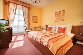 Hotel Podhrad Hluboka Nad Vltavou Czech Republic Lowest