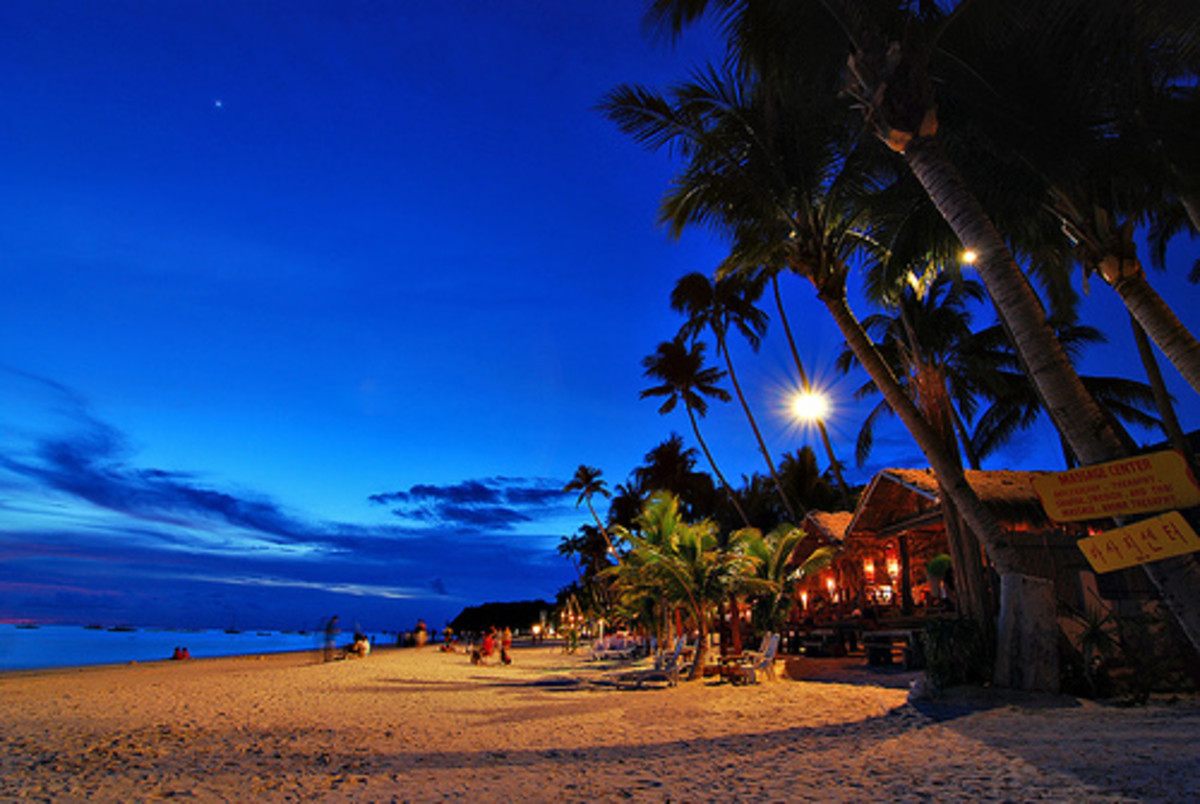 The Boracay beach has been hailed as one of the top 10 most beautiful beaches in the world. And it's no wonder why, with it's powdery white sand, clear waters, and diverse underwater wildlife, Boracay is definitely a beach to beat.