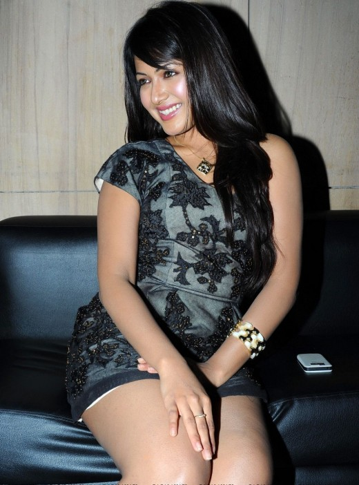 South masala actress Catherine Tresa Showing her Thunder Thighs