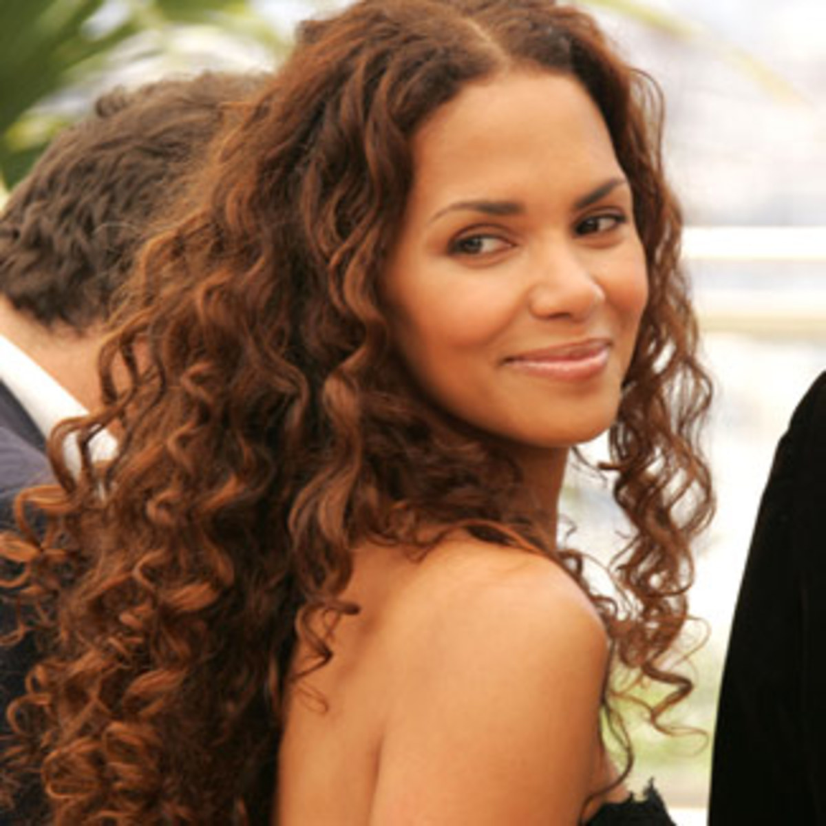 halle berry - curly hairstyles