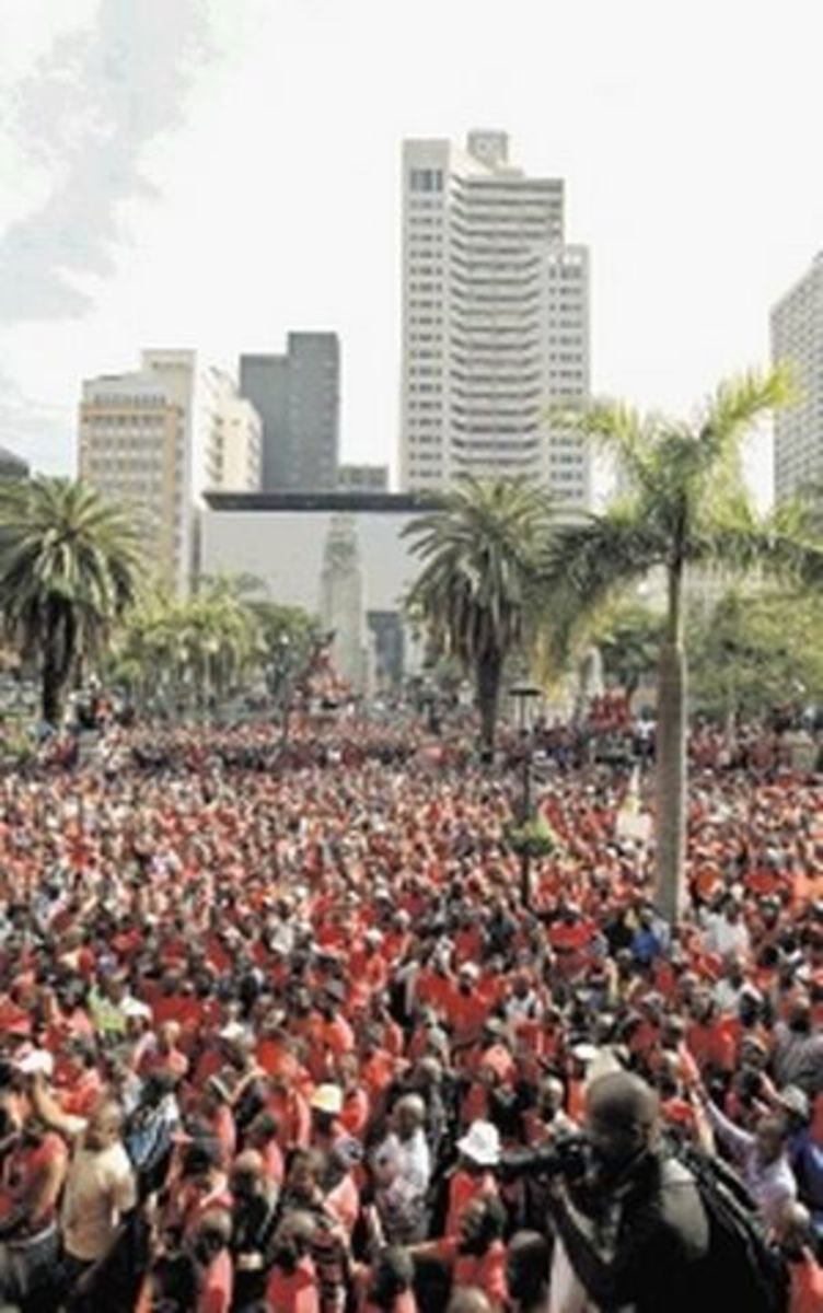 National Union Metalworkers strikers in Durban. Cosatu general secretary Zwelinzima Vavi told them this was just the start of Industrial Protest