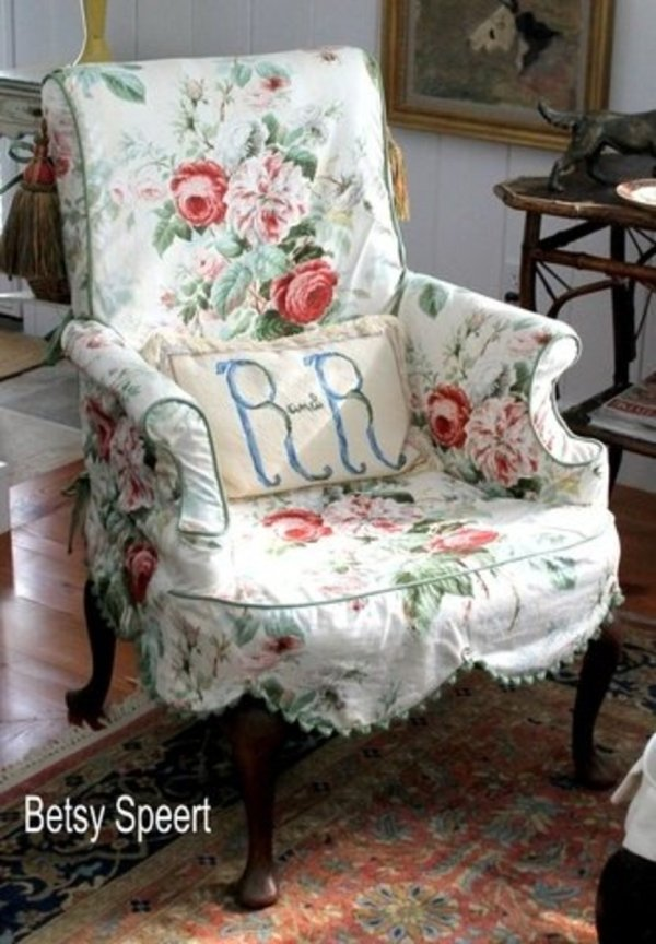 Floral slipcover gives a nice homey touch