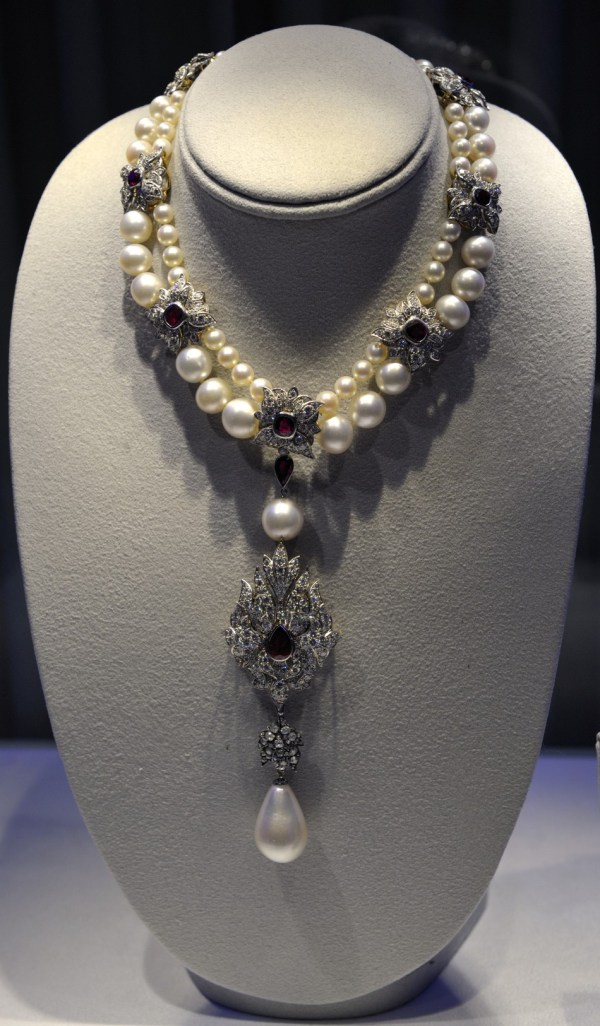 Elizabeth Taylor Auction Jewelry Shatters Record 115