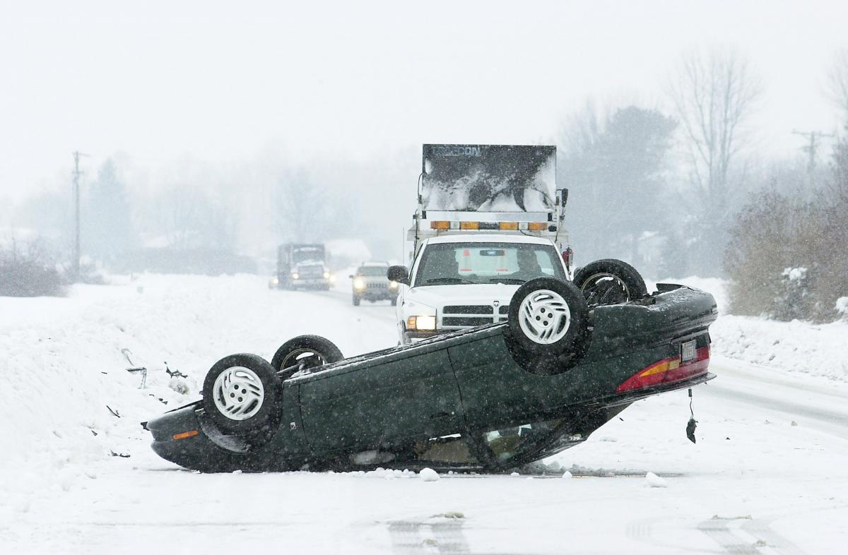 Iowa Snow 185 Accidents In One Day Including Dwts Tour Bus