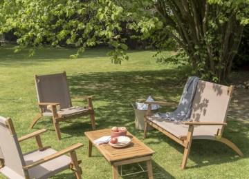 Table De Jardin En Bois Avec Toit   Abri De Jardin Avec Pergola ...