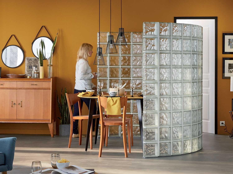 Raliser une cloison courbe en briques de verre  Leroy Merlin