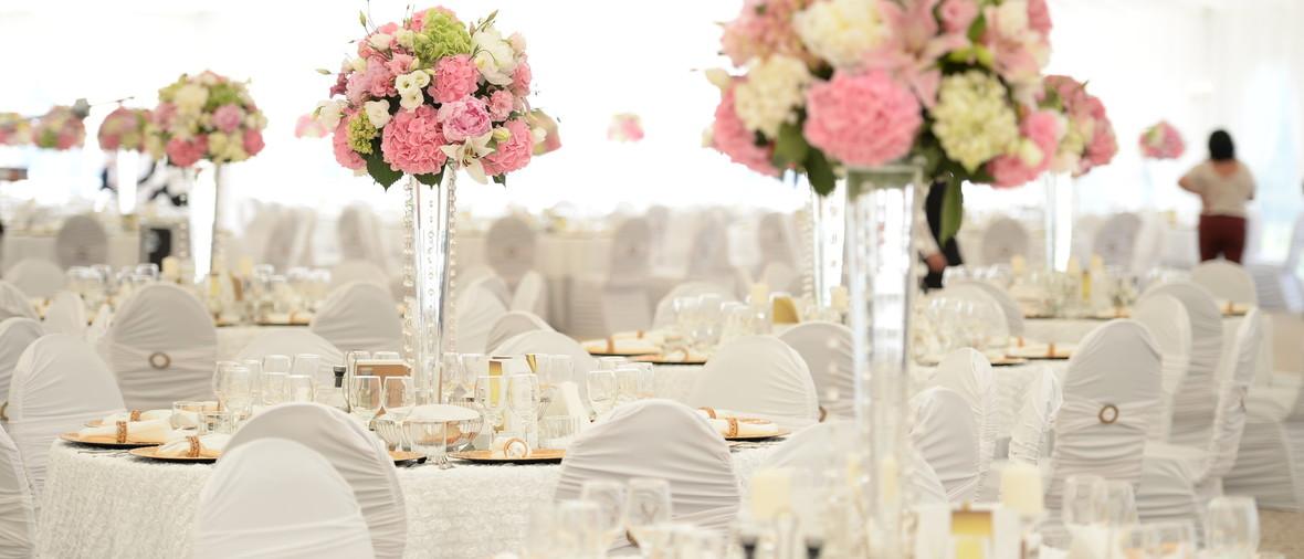Blumendeko Hochzeit Runde Tische