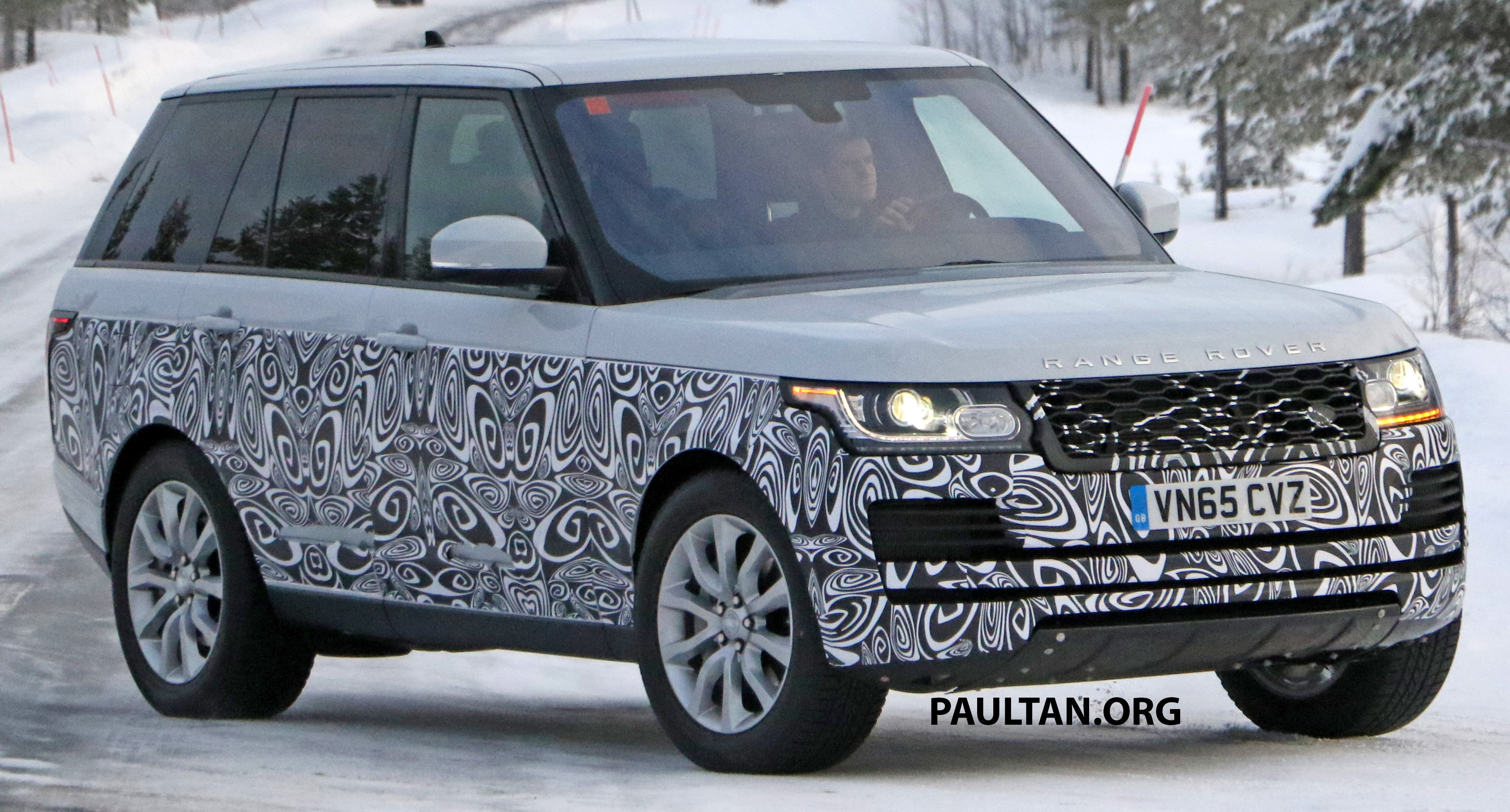 SPIED 2017 Range Rover facelift spotted in the snow
