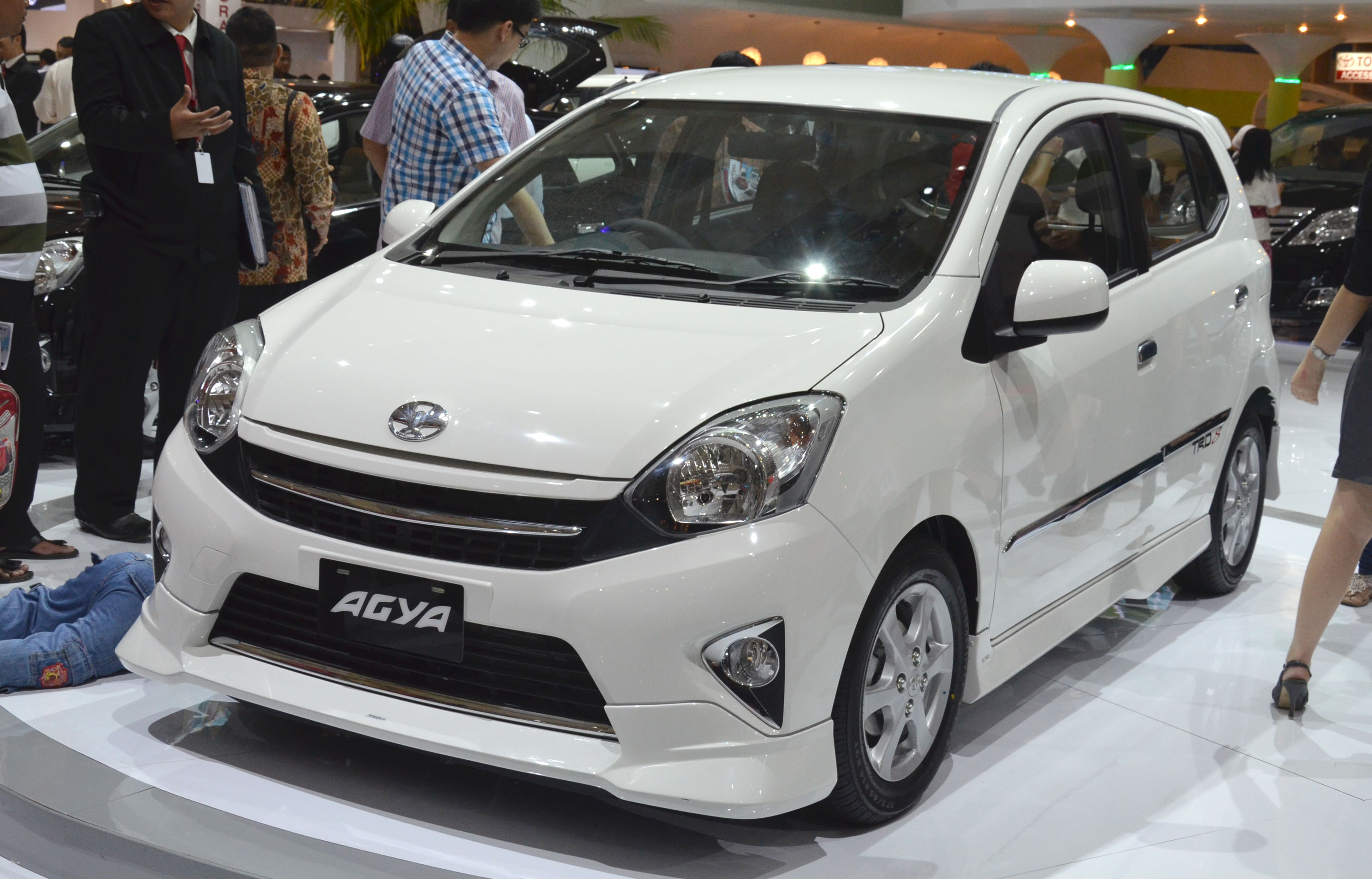 toyota new agya trd harga grand avanza veloz 2018 makes it a double debut at iims