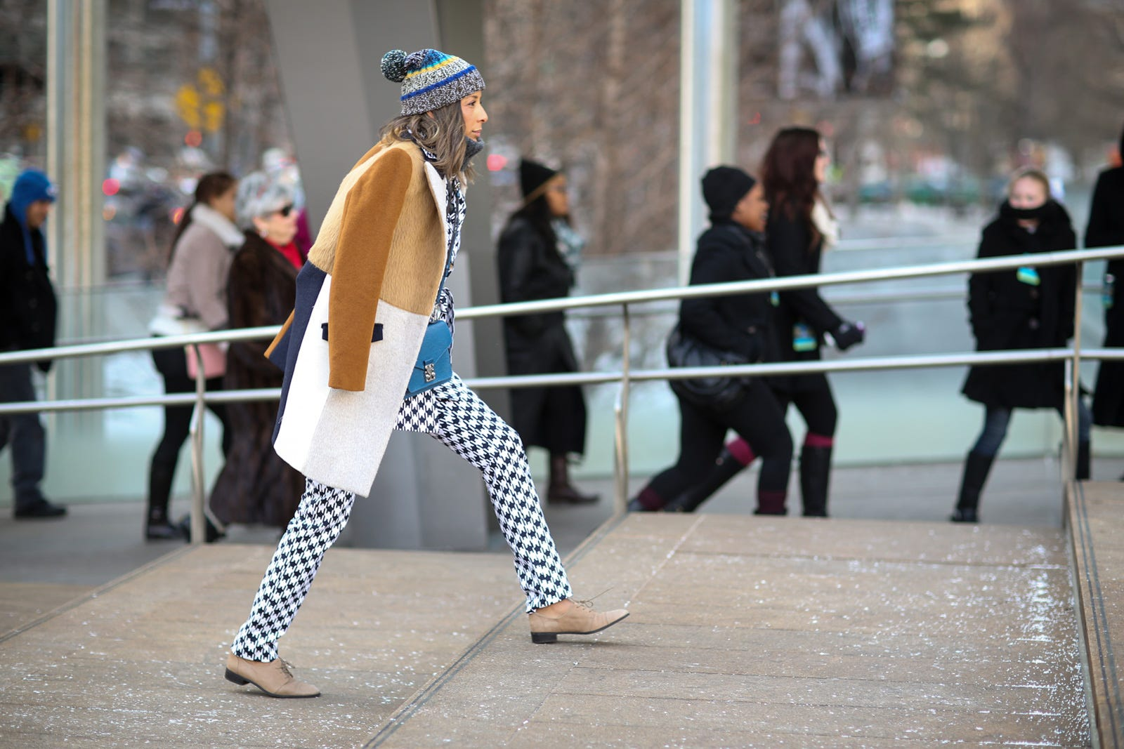 print and beanie street style