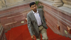 India's chief economic adviser Raghuram Rajan walks inside the finance ministry in New Delhi August 6, 2013. REUTERS/Adnan Abidi