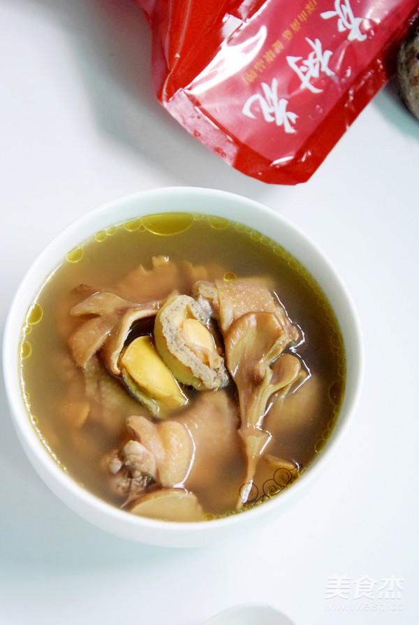 灰樹花鮮鮑魚雞湯的做法_灰樹花鮮鮑魚雞湯怎么做_美食杰