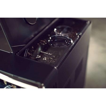 Espressor automat Saeco PicoBaristo Deluxe SM5570/10, Carafa pentru lapte integrata, 13 varietati de cafea, Rasnita ceramica reglabila in 12 trepte, AquaClean, 1.7l, Negru