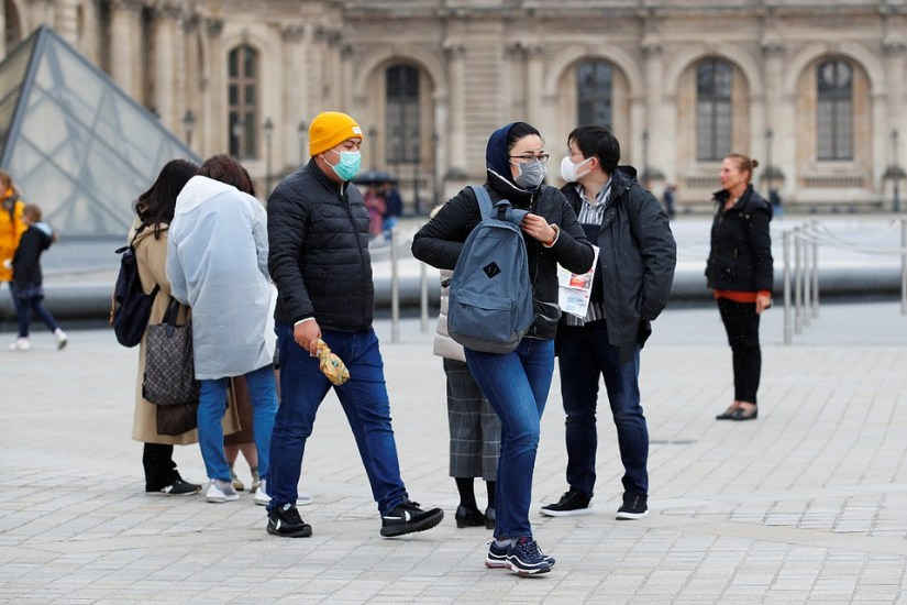 Tourists near the Louvre Museum Photo: REUTERS